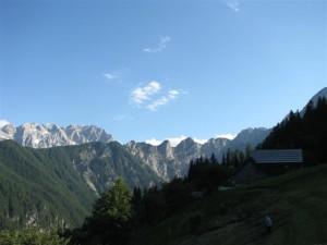 Venec gora okoli naše domačije